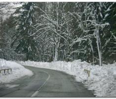 Snijega uz rub ceste preko 1m...što nas tek čeka na visini?